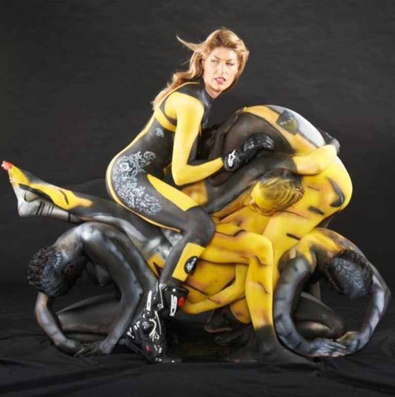 Mulheres com corpo pintado de moto, gostosa com corpo pintado na moto, babes on bike with body paint, Women on bike with body paint, sexy on bike, sexy on motorcycle, babes on bike